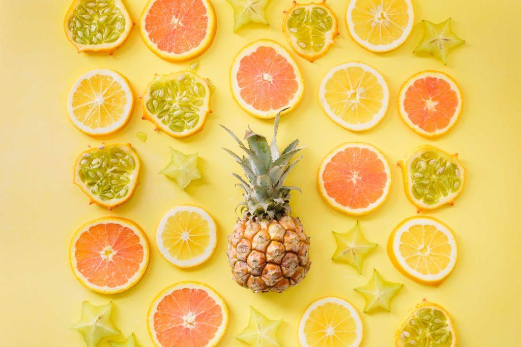 黄色のおいしそうなパイナップル