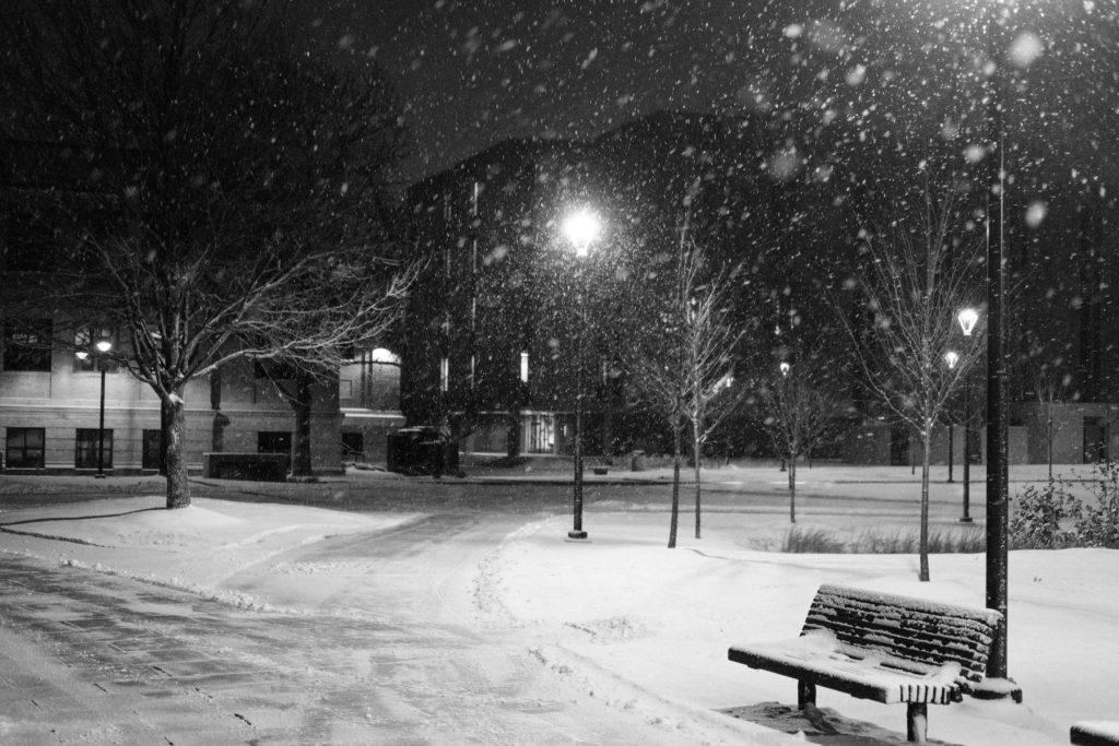 雪が降る夜