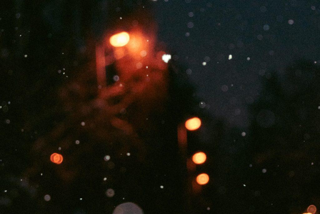 暗くてしんどい