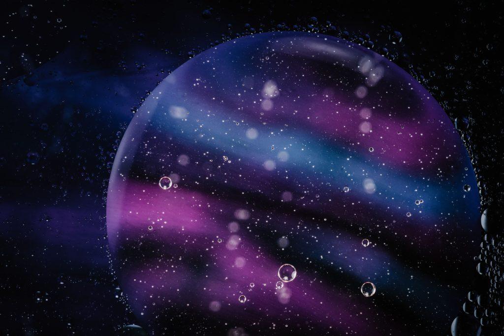 宇宙に浮かぶ水星